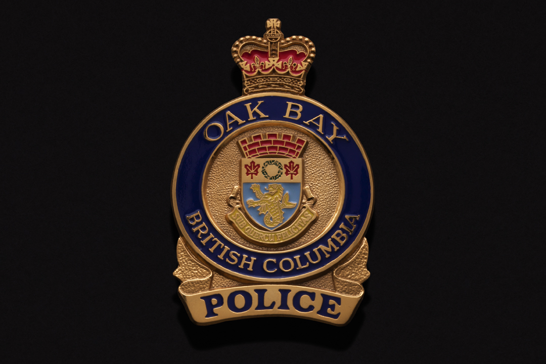 Oak Bay Police Department, Cap Badge Gold Plated